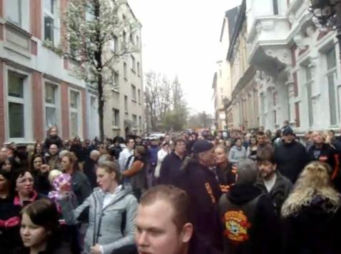 duisburg-ruhrort_neonazis-bei-demo-gegen-sexualstraftaeter